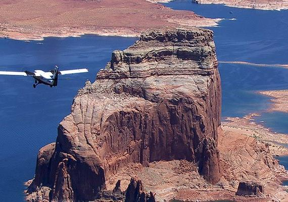 over-the-rainbow-lake-powell-tour-aereo-en-avioneta